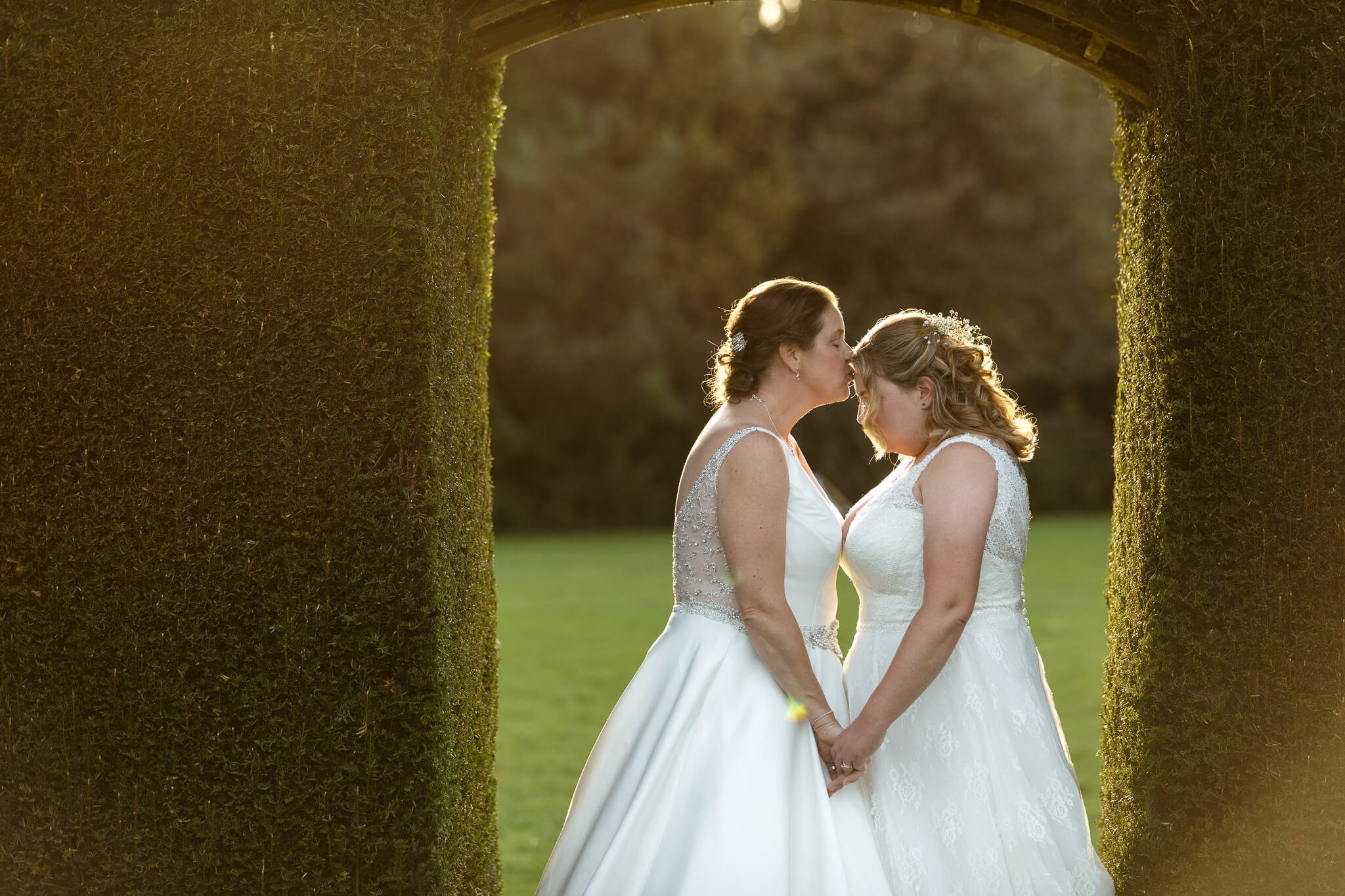 golden hour wedding photography by lauren